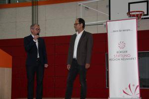 Die Schulleiter Markus Domeier (FOS/BOS) und Bernhard Schiffer (WGG) moderierten die Veranstaltung.