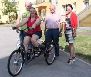 Bürgerstiftung bezahlt behindertengerechtes Dreirad
