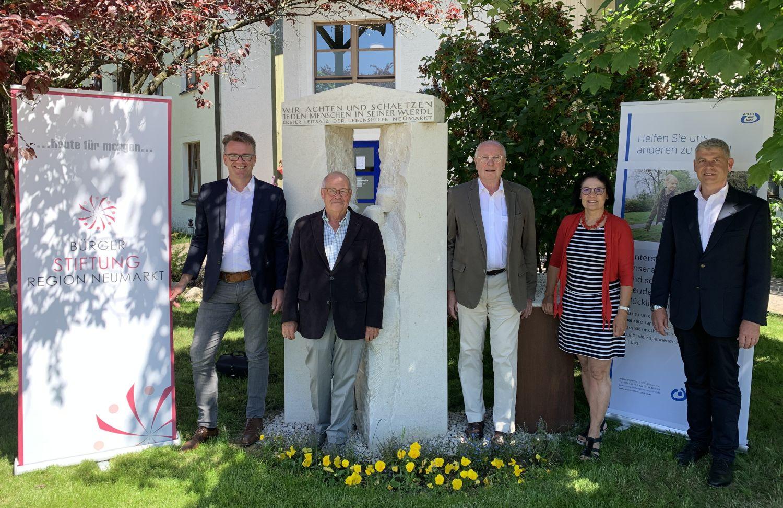 Gemeinsam bringen Sie den Stein ins Rollen: (v. links): Andreas Moser, Helmut Rauscher, Dr. Wilhelm Baur, Vera Finn, Alfons Schmidt