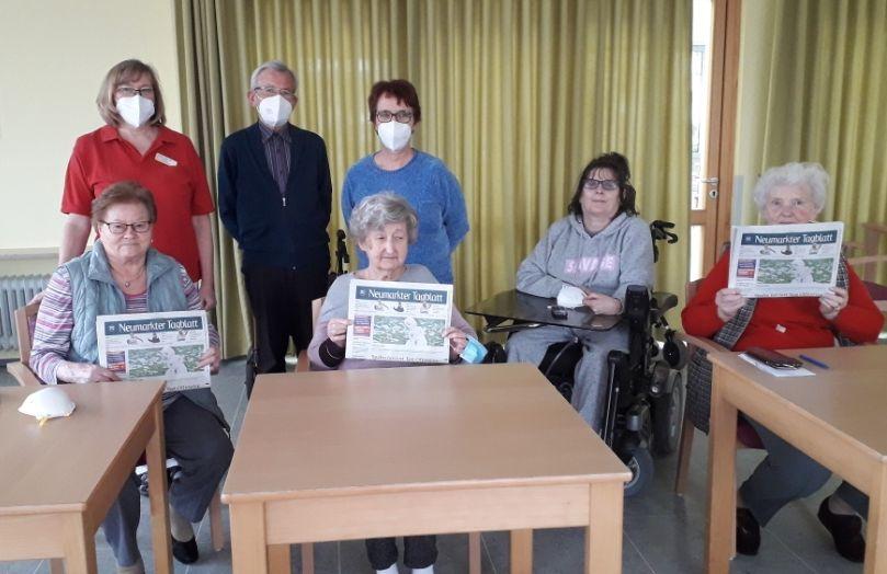 Die Senioren des Martin-Schalling-Hauses freuen sich über das Neumarkter Tagblatt, das jeden Morgen druckfrisch zu ihnen kommt.