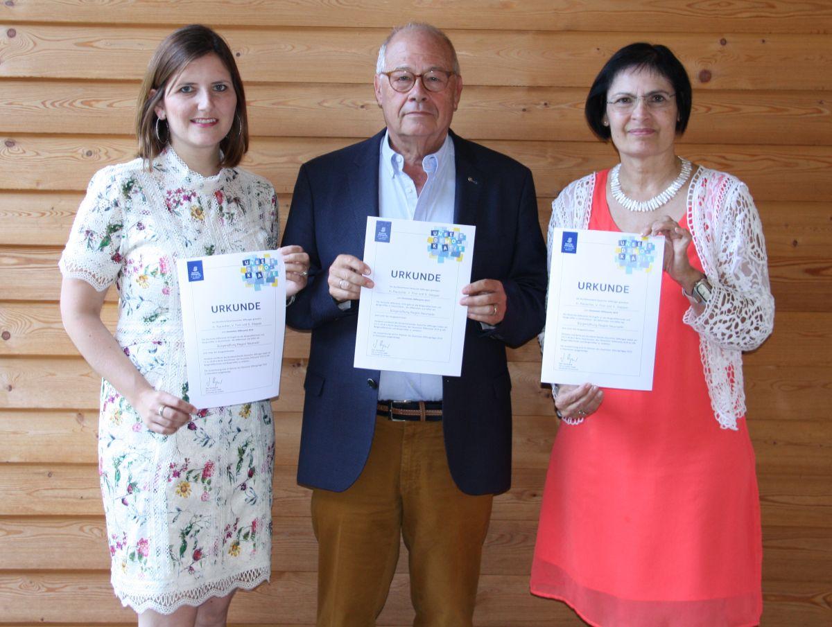 Der Vorstand der Bürgerstiftung freut sich über die hohe Auszeichnung (Von links: Sophie Stepper, Helmut Rauscher und Vera Finn.)