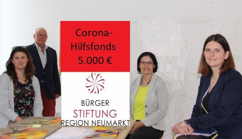 Foto (J. Neve): von links: Alexandra Hiereth, Helmut Rauscher, Vera Finn und Sophie Stepper präsentieren den Corona-Hilfsfonds der Bürgerstiftung.