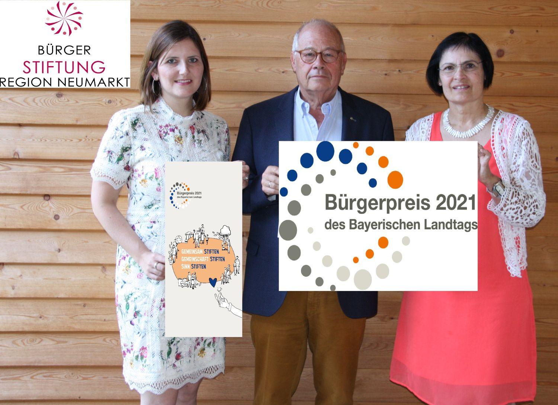 Der Bürgerpreis des Bayerischen Landtages ist eine große Ehre und Anerkennung für die Bürgerstiftung. (v. links: Sophie Stepper, Helmut Rauscher, Vera Finn (alle Vorstand)