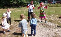 Clowns besuchen Kinder in Höhenberg